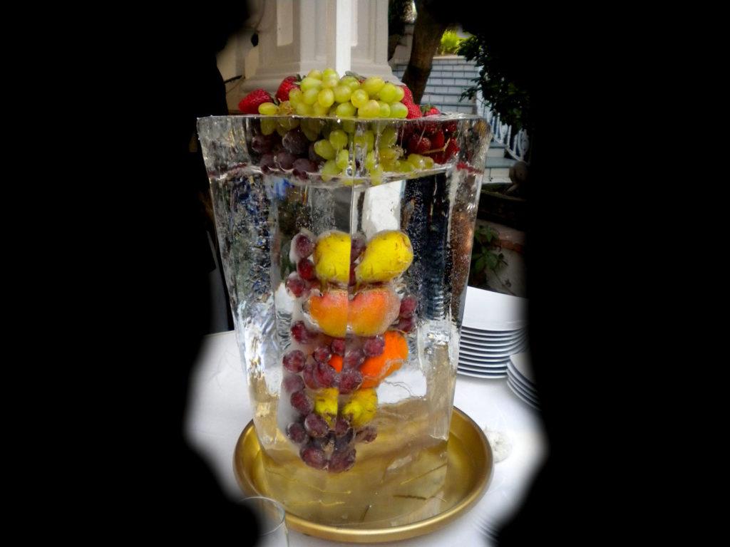 scultura di ghiaccio e frutta 1 - Ghiaccio d'Arte