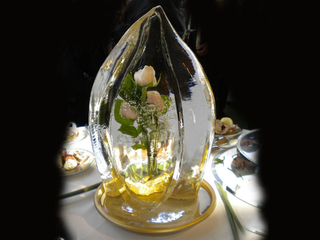 scultura di ghiaccio e rose 2 - Ghiaccio d'Arte