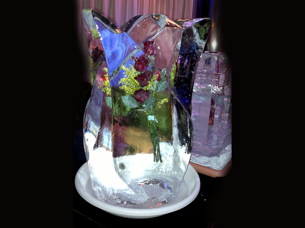 scultura di ghiaccio e rose rosse 3 - Ghiaccio d'Arte
